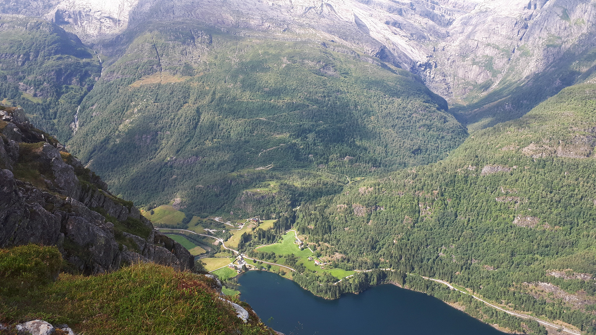 Hope i Hyen, bygd ved Fjord